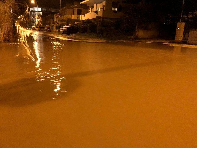 https://www.ragusanews.com//immagini_articoli/14-10-2018/piove-strade-provincia-ragusa-diventano-impraticabili-500.jpg