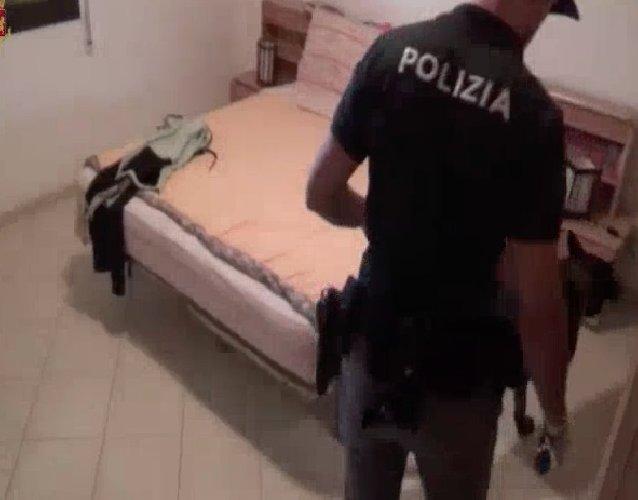 https://www.ragusanews.com//immagini_articoli/14-10-2019/coltivava-la-droga-in-casa-arrestato-21enne-comisano-video-500.jpg