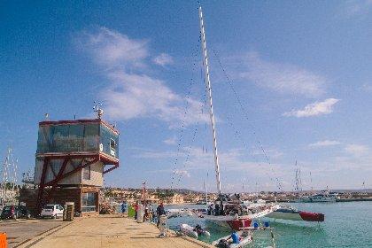 https://www.ragusanews.com//immagini_articoli/14-10-2020/1602695770-giovanni-soldini-a-marina-di-ragusa-foto-2-280.jpg