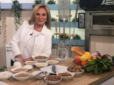 https://www.ragusanews.com//immagini_articoli/14-10-2020/piu-sani-e-piu-belli-con-la-dieta-di-rosanna-lambertucci-280.jpg