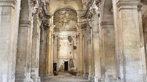 https://www.ragusanews.com//immagini_articoli/14-10-2020/si-gira-a-scicli-il-film-cyrano-rivive-la-chiesa-di-san-matteo-280.jpg