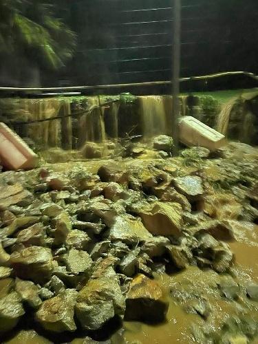 https://www.ragusanews.com//immagini_articoli/14-10-2021/1634203875-palermo-frana-sotto-la-pioggia-voragini-e-allagamenti-foto-video-3-500.jpg