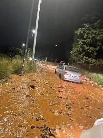 https://www.ragusanews.com//immagini_articoli/14-10-2021/1634203879-palermo-frana-sotto-la-pioggia-voragini-e-allagamenti-foto-video-5-280.jpg