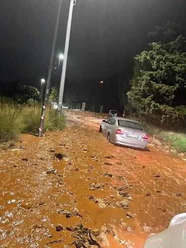 https://www.ragusanews.com//immagini_articoli/14-10-2021/1634203879-palermo-frana-sotto-la-pioggia-voragini-e-allagamenti-foto-video-5-500.jpg