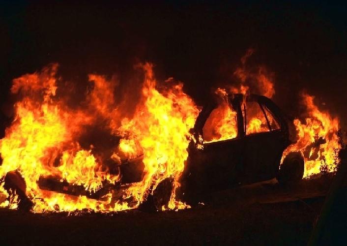 https://www.ragusanews.com//immagini_articoli/14-10-2021/a-fuoco-due-auto-a-vittoria-500.jpg