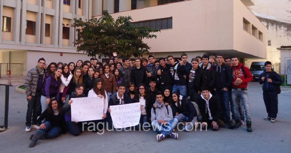 https://www.ragusanews.com//immagini_articoli/14-11-2011/pozzallo-inaccessibile-la-palestra-dello-scientifico-500.jpg