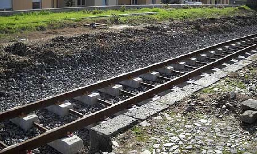 http://www.ragusanews.com//immagini_articoli/14-11-2014/aeroporto-ferrovia-un-progetto-di-collegamento-di-trenitalia-500.jpg