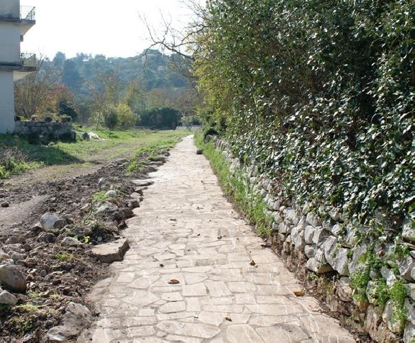 https://www.ragusanews.com//immagini_articoli/14-11-2015/cava-ispica-il-percorso-del-mulino-ad-acqua-500.jpg