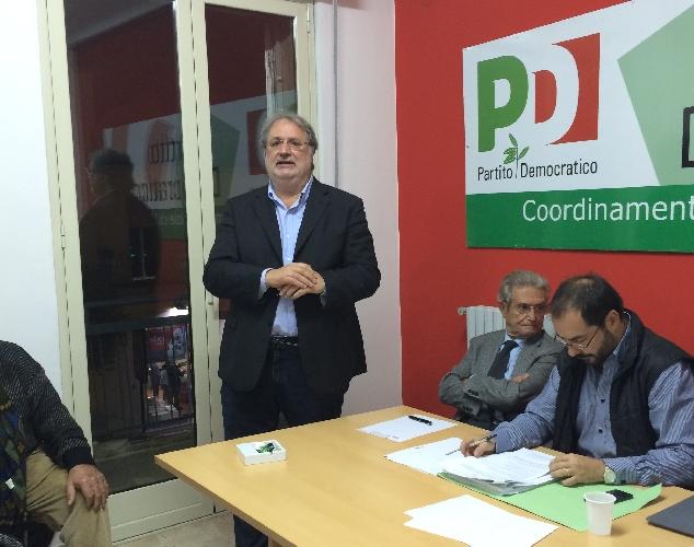 http://www.ragusanews.com//immagini_articoli/14-11-2015/gianni-battaglia-eletto-segretario-pd-ragusa-500.jpg