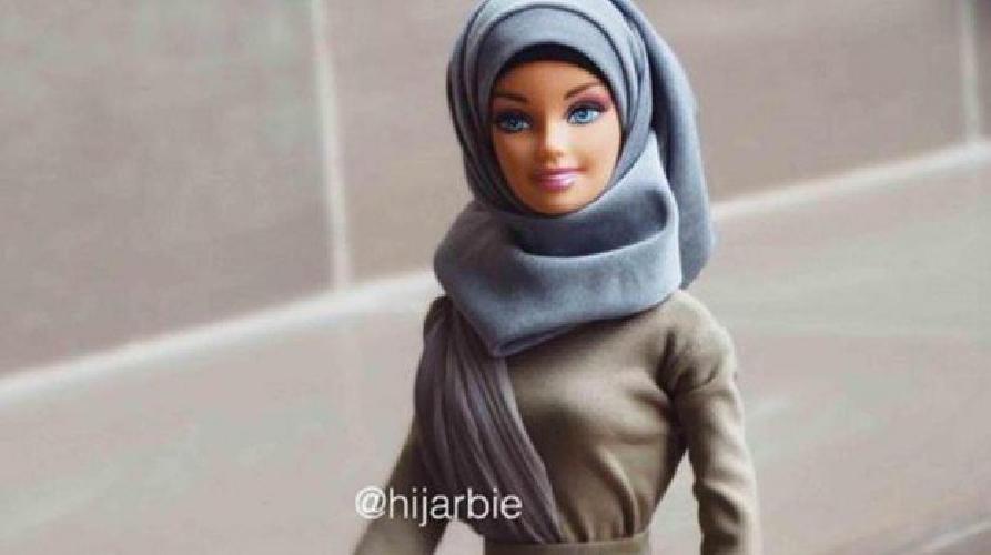 https://www.ragusanews.com//immagini_articoli/14-11-2017/anche-barbie-indossa-velo-islamico-500.jpg