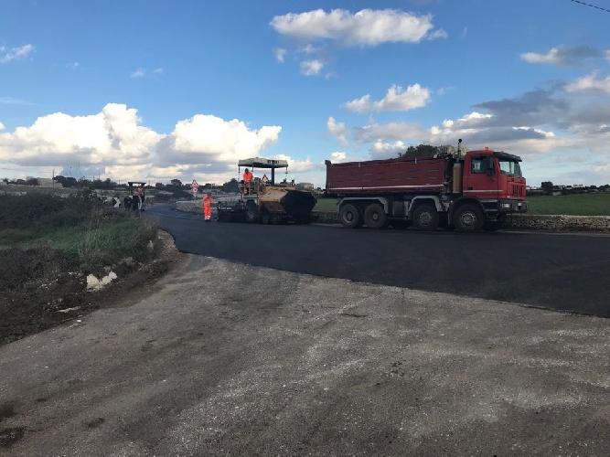 https://www.ragusanews.com//immagini_articoli/14-11-2017/viabilit-lavori-manutenzione-sulle-strade-provinciali-500.jpg