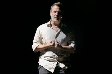 https://www.ragusanews.com//immagini_articoli/14-11-2018/debutta-teatro-biondo-palermo-labisso-davide-enia-240.jpg