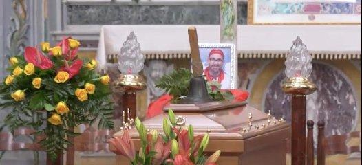 https://www.ragusanews.com//immagini_articoli/14-11-2019/celebrati-i-funerali-di-peppe-lucifora-un-uomo-vicino-gli-ha-voluto-male-240.jpg