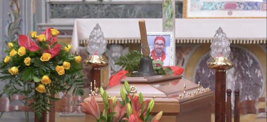 https://www.ragusanews.com//immagini_articoli/14-11-2019/celebrati-i-funerali-di-peppe-lucifora-un-uomo-vicino-gli-ha-voluto-male-500.jpg