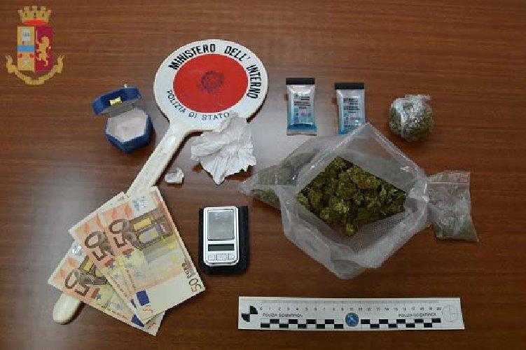 https://www.ragusanews.com//immagini_articoli/14-11-2020/droga-a-modica-arrestato-un-quarantenne-500.jpg