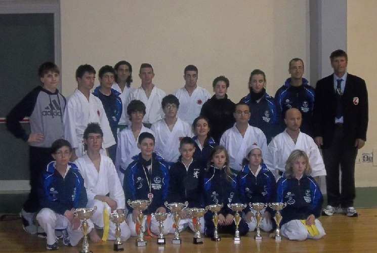 https://www.ragusanews.com//immagini_articoli/14-12-2011/ottimi-risultati-del-dojo-karate-do-shotokan-500.jpg