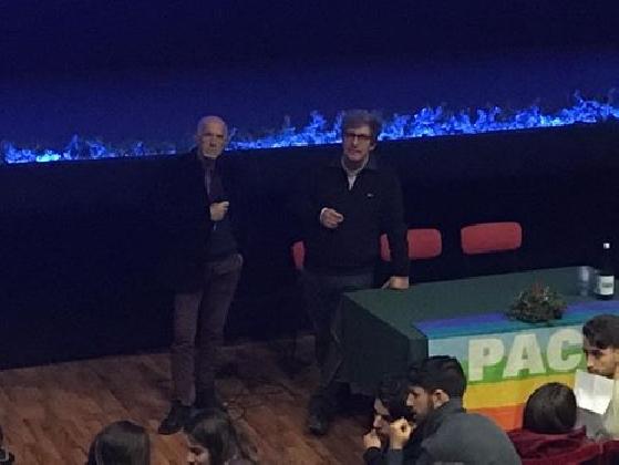 http://www.ragusanews.com//immagini_articoli/14-12-2016/vittoria-peace-film-festival-ieri-zaccaro-oggi-l-attore-david-riondino-420.jpg