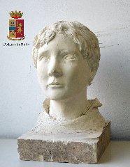 http://www.ragusanews.com//immagini_articoli/14-12-2017/custode-villa-anche-ladro-sculture-denunciato-60enne-240.jpg