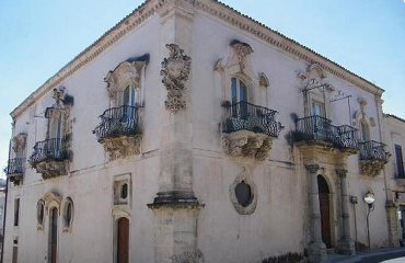 http://www.ragusanews.com//immagini_articoli/14-12-2017/ragusa-mostra-palazzo-zacco-240.jpg