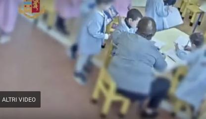 https://www.ragusanews.com//immagini_articoli/14-12-2018/bambini-maestra-prende-schiaffi-240.png