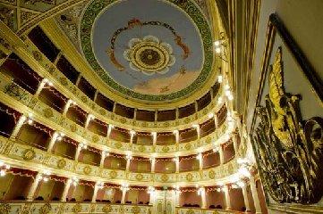 https://www.ragusanews.com//immagini_articoli/14-12-2018/teatro-vittoria-possibile-intervento-strutturale-240.jpg
