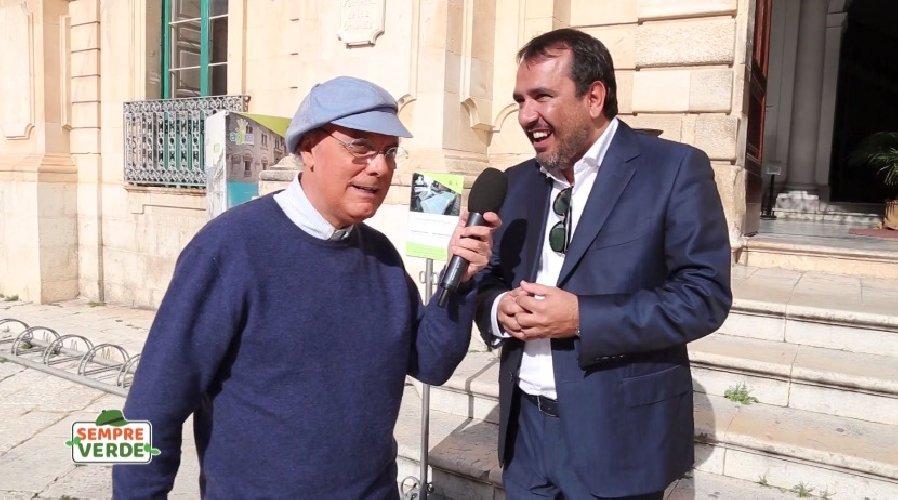https://www.ragusanews.com//immagini_articoli/14-12-2019/luca-sardella-e-rete-4-luoghi-commissario-montalbano-video-500.jpg