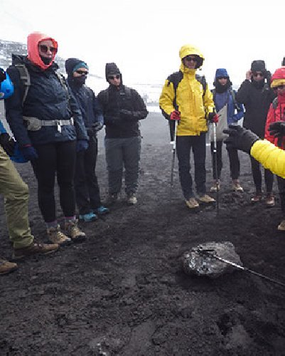 https://www.ragusanews.com//immagini_articoli/14-12-2019/parentopoli-etna-annullato-concorso-guide-vulcano-500.jpg