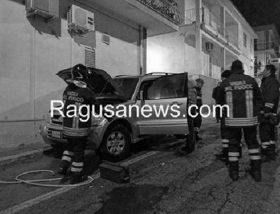 http://www.ragusanews.com//immagini_articoli/15-01-2017/incendio-pajero-aveva-avuto-prologo-420.jpg
