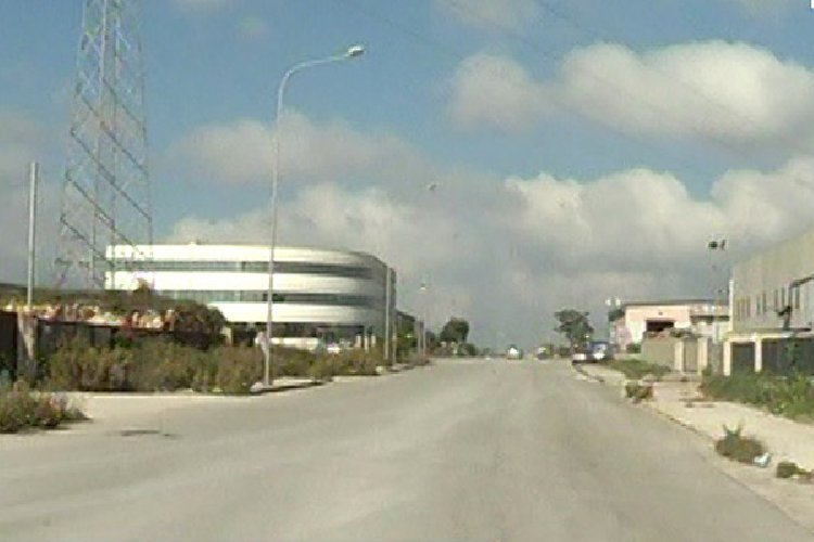 https://www.ragusanews.com//immagini_articoli/15-01-2019/furto-zona-industriale-ragusa-500.jpg