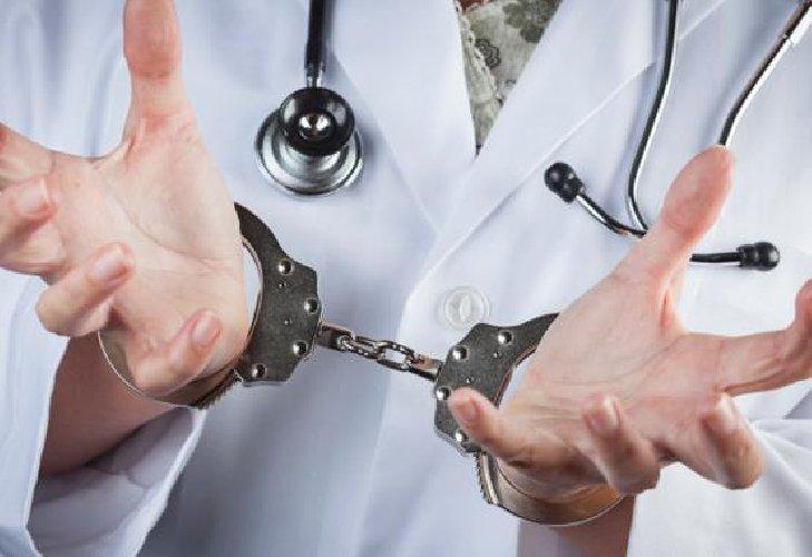 https://www.ragusanews.com//immagini_articoli/15-01-2019/hanno-arrestato-medico-ospedale-maggiore-modica-500.jpg