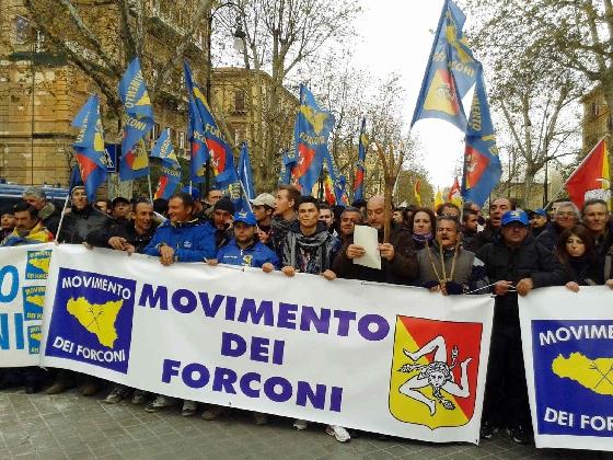 http://www.ragusanews.com//immagini_articoli/15-02-2017/forconi-piazza-giovanni-speculazioni-senza-scrupoli-420.jpg