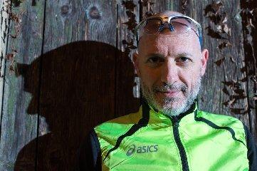 https://www.ragusanews.com//immagini_articoli/15-02-2018/riparto-donnalucata-fabrizio-maratoneta-sconfitto-cancro-240.jpg