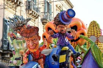 https://www.ragusanews.com//immagini_articoli/15-02-2019/carnevale-acireale-migliori-italia-240.jpg