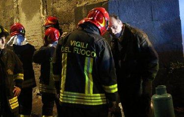 https://www.ragusanews.com//immagini_articoli/15-02-2019/catania-rubano-attrezzatura-pompieri-240.jpg