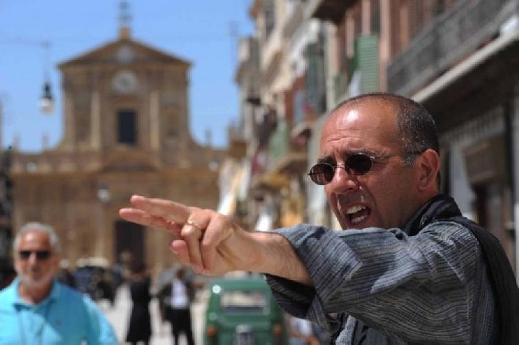 https://www.ragusanews.com//immagini_articoli/15-03-2013/peppuccio-tornatore-a-ragusa-per-girare-uno-spot-500.jpg