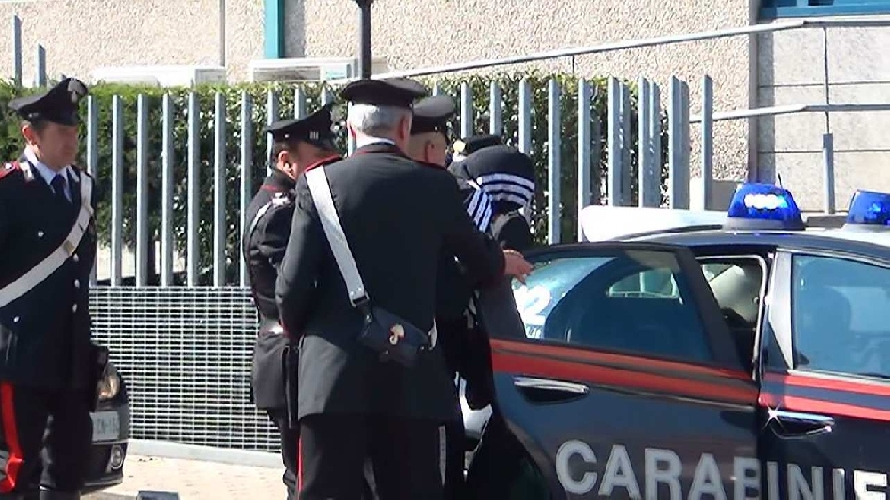 http://www.ragusanews.com//immagini_articoli/15-03-2014/rubo-a-siracusa-minorenne-torna-in-carcere-500.jpg