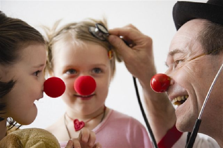 https://www.ragusanews.com//immagini_articoli/15-03-2017/manda-clown-ospedale-500.jpg