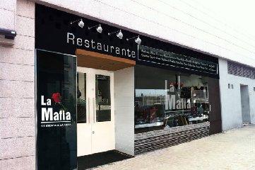https://www.ragusanews.com//immagini_articoli/15-03-2018/mafia-sienta-mesa-stop-marchio-ristoranti-spagnoli-240.jpg