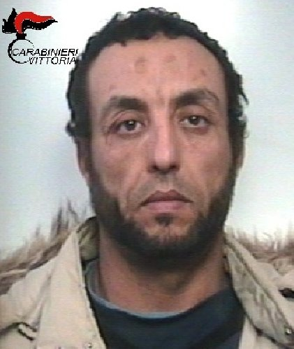 https://www.ragusanews.com//immagini_articoli/15-03-2018/vittoria-spaccio-hashish-eroina-arrestato-pregiudicato-tunisino-500.jpg