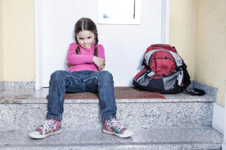 https://www.ragusanews.com//immagini_articoli/15-03-2019/mandano-figli-scuola-scicli-denunciati-500.png