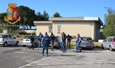 https://www.ragusanews.com//immagini_articoli/15-03-2019/mercato-vittoria-polizia-sequestra-documenti-240.jpg