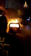 https://www.ragusanews.com//immagini_articoli/15-03-2020/va-a-fuoco-un-auto-a-gpl-a-scoglitti-240.jpg