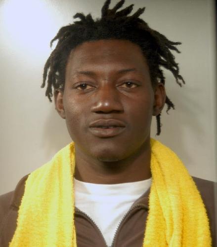 http://www.ragusanews.com//immagini_articoli/15-04-2014/arrestati-3-scafisti-della-tratta-di-200-migranti-500.jpg
