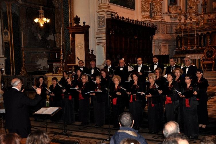 http://www.ragusanews.com//immagini_articoli/15-04-2014/concerto-di-pasqua-del-coro-monteverdi-500.jpg