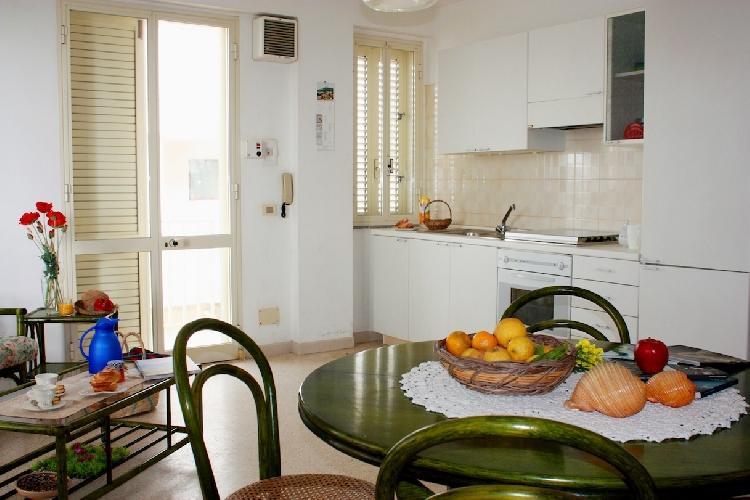 http://www.ragusanews.com//immagini_articoli/15-04-2015/cava-d-aliga-appartamento-in-affitto-con-ingresso-autonomo-500.jpg