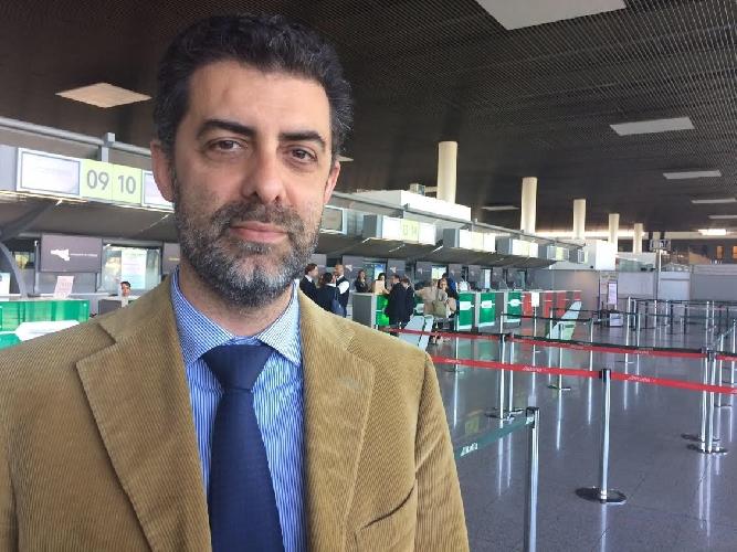 http://www.ragusanews.com//immagini_articoli/15-04-2017/aeroporto-catania-stoppata-costruzione-pista-500.jpg