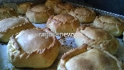 http://www.ragusanews.com//immagini_articoli/15-04-2017/mpanate-pastizzi-cassateddi-gastronomia-pasqua-iblea-video-100.jpg