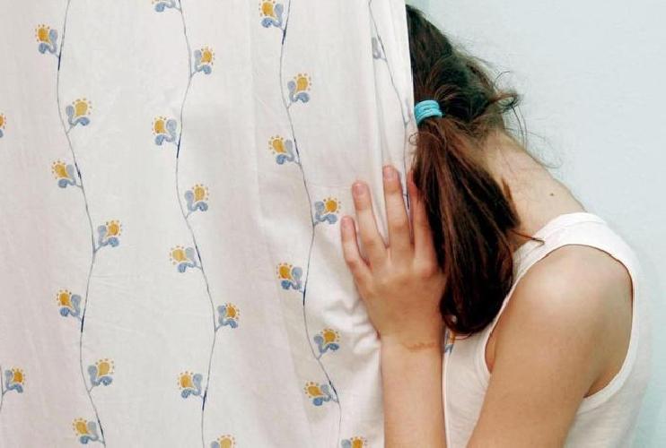 http://www.ragusanews.com//immagini_articoli/15-04-2017/ragusa-arrestato-pedofilo-abusava-figlia-compagna-500.jpg