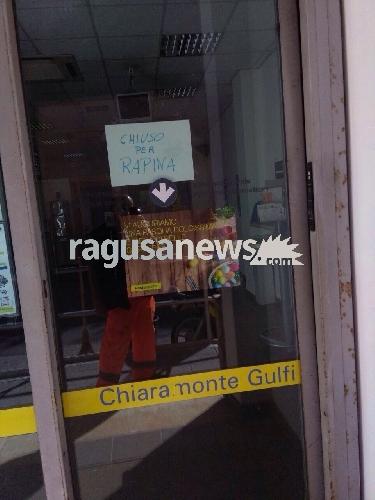 http://www.ragusanews.com//immagini_articoli/15-04-2017/rapina-poste-chiaramonte-arresti-500.jpg
