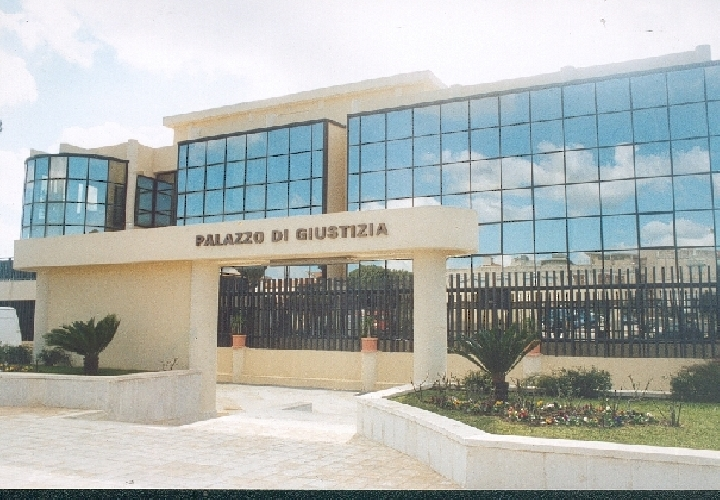 https://www.ragusanews.com//immagini_articoli/15-04-2017/tribunale-paradosso-uffici-comunali-500.jpg